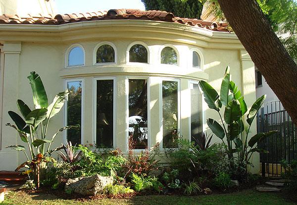 Узкие и высокие окна